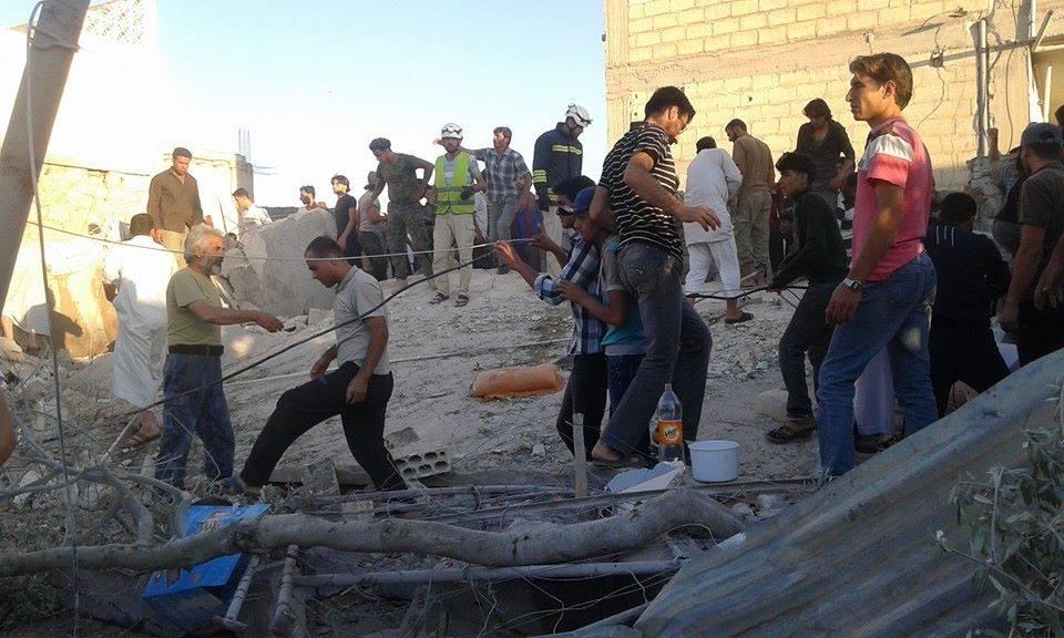 نشرة أخبار سوريا- أكثر من 15 قتيلاً و30 جريحاً في مجزرة لقوات أسد في بلدة سنجار بريف إدلب، وإنقاذ 148 مهاجرًا سورياً من الغرق في بحر إيجه -(8_8_2015)