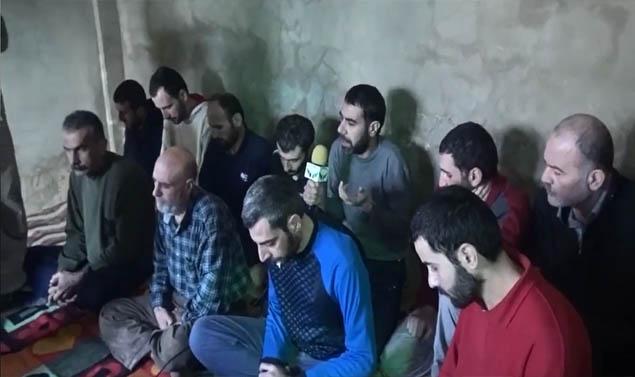 رفض معاملتهم كإيرانيين.. علويون لأبناء طائفتهم: ثوروا على بشار