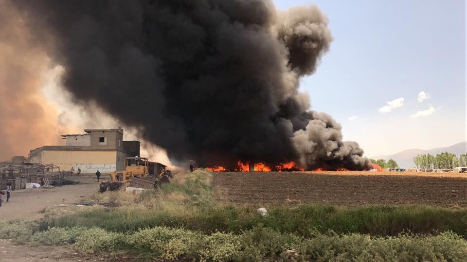 حريق هائل يلتهم مخيماً للاجئين السوريين في سهل البقاع شرقي لبنان