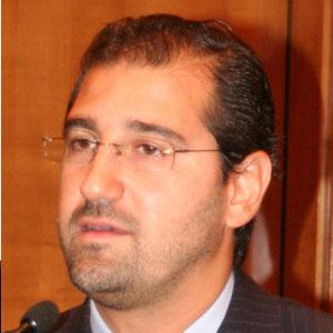 بعد تزايد الاتهامات له بالفساد.. التلفزيون الحكومي يعلن تخلي رامي مخلوف العمل بالتجارة