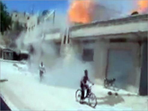 عشرات القتلى وانشقاق كتيبة بسوريا