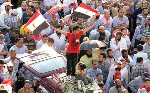 السوريون يستنجدون بالشعوب بعد أن فقدوا الأمل بالحكام
