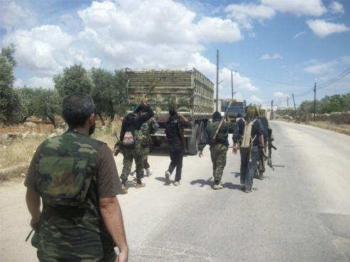 الانشقاقات تتوسع وعناصر الجيش النظامي يهربون تاركين أسلحتهم على الحواجز