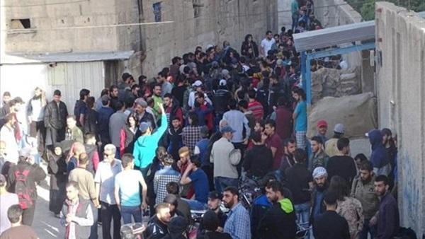 الدفعة الأولى من أهالي القابون تستعد للخروج إلى إدلب