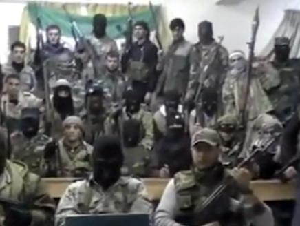 منشقون عن الجيش السوري يقتلون 35 عسكرياً في درعا وحماة