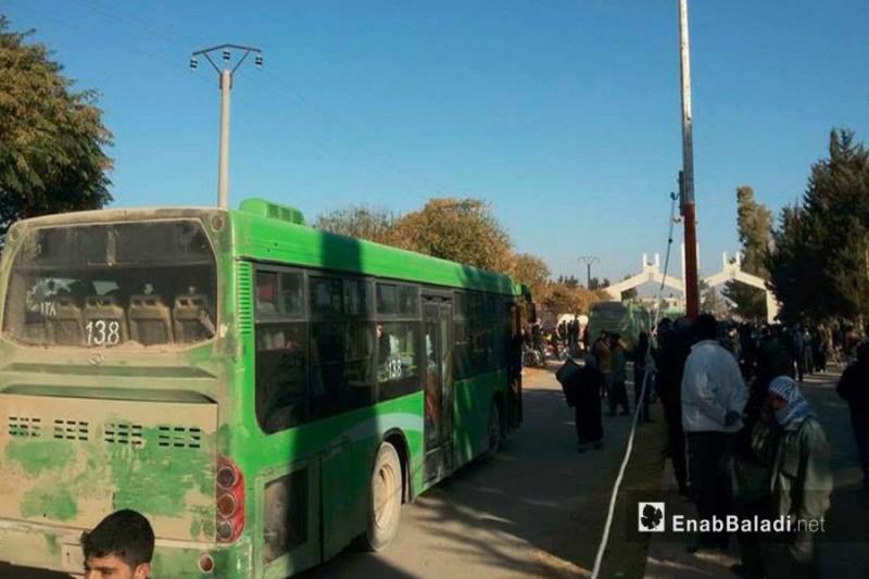 باصات التهجير تبدأ بإخراج أهالي مخيم خان الشيح باتجاه مدينة إدلب