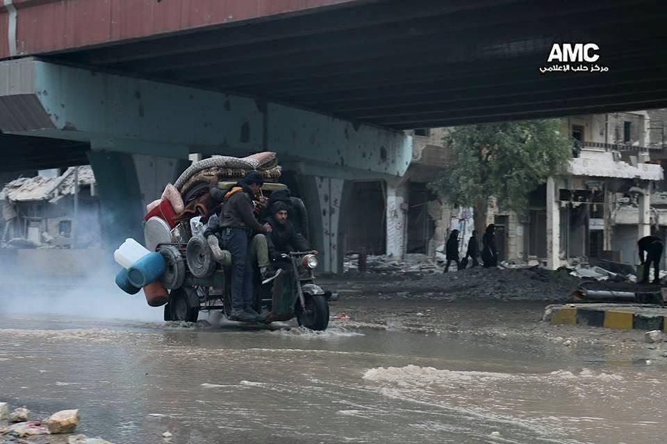 النظام يستغل الصمت الدولي، ويمطر ماتبقى من حلب بالقذائف