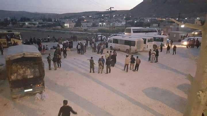 1287 شخصاً من أهالي قدسيا والهامة يصلون إلى قلعة المضيق بريف حماة