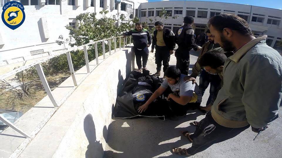 شهيد و5 جرحى من عناصر الدفاع المدني جراء استهداف مركز معرة النعمان بقصف جوي