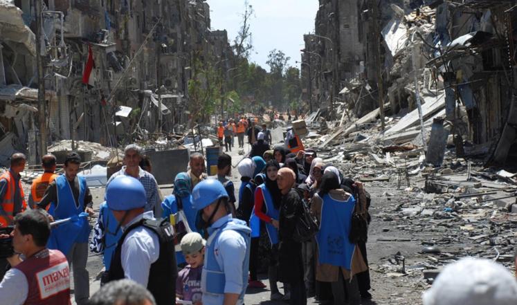 في مخيم اليرموك يغيب الخبز ويحضر الرصاص