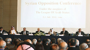 الغارديان: الغرب يدعم خطة قطرية لتوحيد المعارضة السورية
