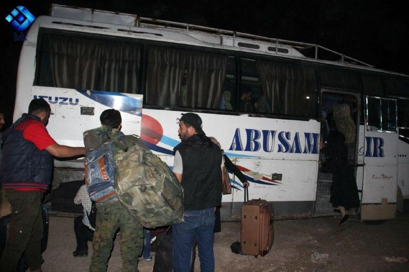 الدفعة الأخيرة من مهجري حي برزة الدمشقي تصل إلى ريف إدلب