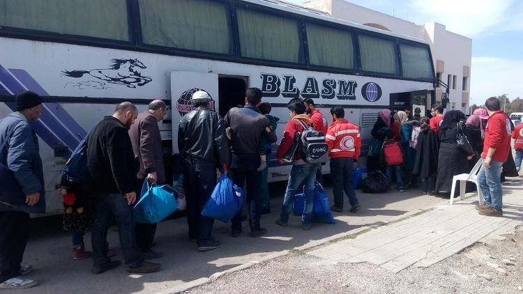 الدفعة الحادية عشرة من مهجري الوعر تستعد للمغادرة إلى ريف حمص الشمالي
