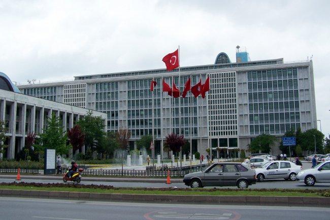 ما هي قرارات العمل الجديدة للسوريين في تركيا؟!