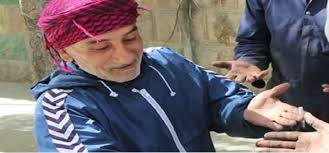 عامل سوري يبيع أساور زوجته ويوزع ثمنها على زملائه