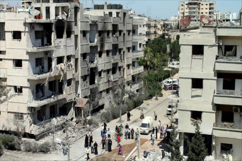 بعد شهر من الهدوء.. قوات الأسد تخرق الهدنة وتستهدف حي الوعر بالصواريخ والقذائف