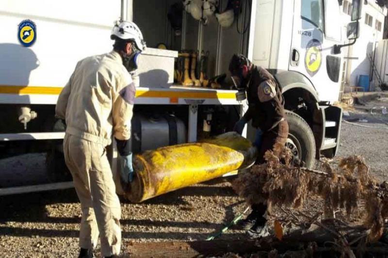 12 حالة اختناق جراء استهداف طيران الأسد بلدتي خان العسل وكفرناها بغاز الكلور السام