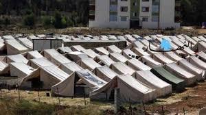 سبع عائلات من أصل ٣٥٠ عائلة تغادر مخيم