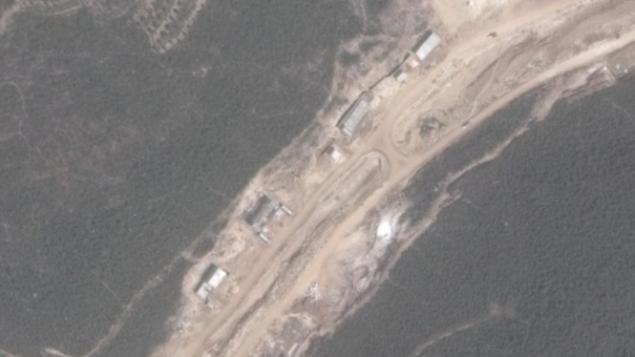 قناة إسرائيلية: إيران تبني منشأة لصنع صواريخ السكود قرب مدينة بانياس