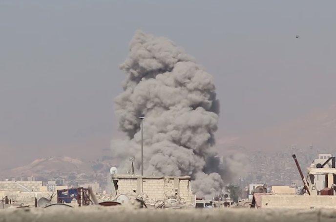 نشرة أخبار سوريا- عشرات الصواريخ تنهال على عين ترما وجوبر، والاتفاق على نقل عناصر تنظيم الدولة من الحدود اللبنانية إلى البوكمال -(27-8-2017)