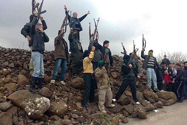 نشرة أخبار سوريا- المجاهدون يحررون مدينة مورك بالكامل، ويسقطون طائرة حربية في كفرنبودة بريف حماة-(4-11-2015)