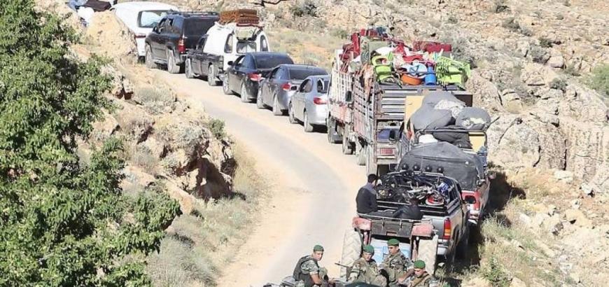 حزب الله يعيد قافلة ثانية من النازحين السوريين في عرسال إلى سورية