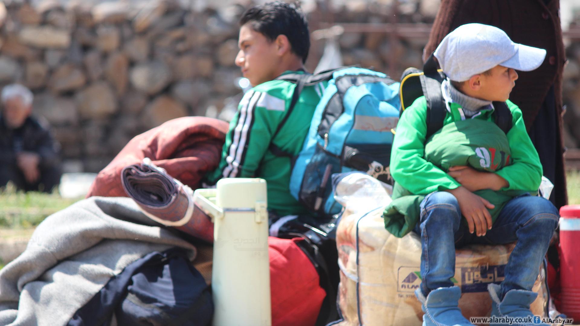 نشرة أخبار سوريا- الدفعة السابعة من مهجري الوعر تصل إلى مشارف إدلب، ومجلس محافظة حماة الحرة يعلن ريف حماة الشمالي منكوباً بالكامل -(30-4-2017)