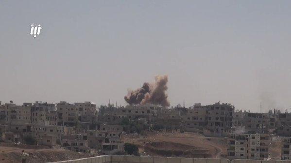 درعا تحترق..مئات الغارات الجوية والبراميل المتفجرة والصواريخ تستهدف المدنيين الأبرياء