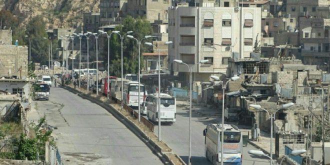 الدفعة الأخيرة من مهجري حي برزة تستعد للخروج باتجاه الشمال السوري