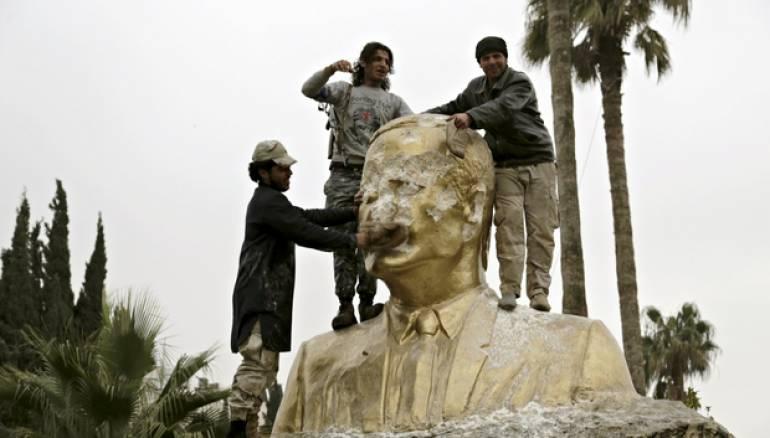 بعد اقتراب تحرير كامل إدلب.. الأسد يوسع الاستثمار الطائفي ويشكّل