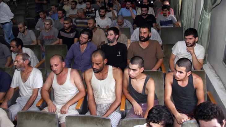 7571 امرأة ما زلن قيد الاعتقال، معظمهن في سجون النظام
