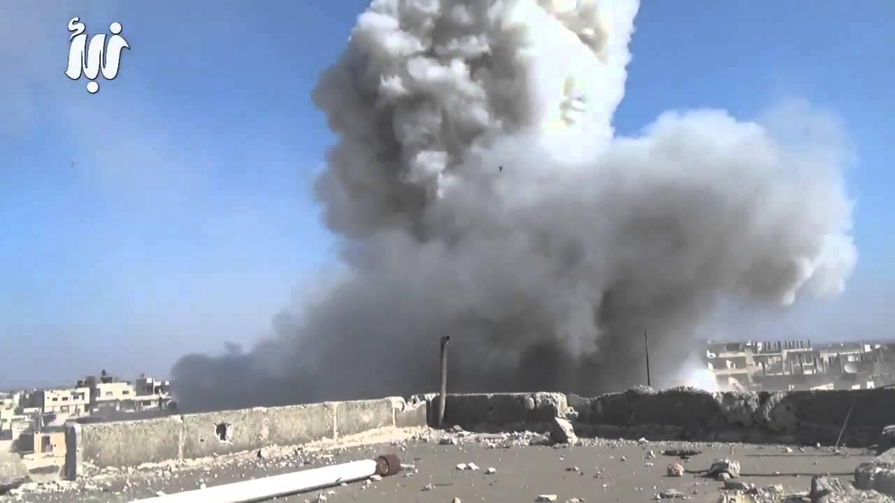 قصف مكثف من قبل قوات النظام على أحياء وبلدات درعا
