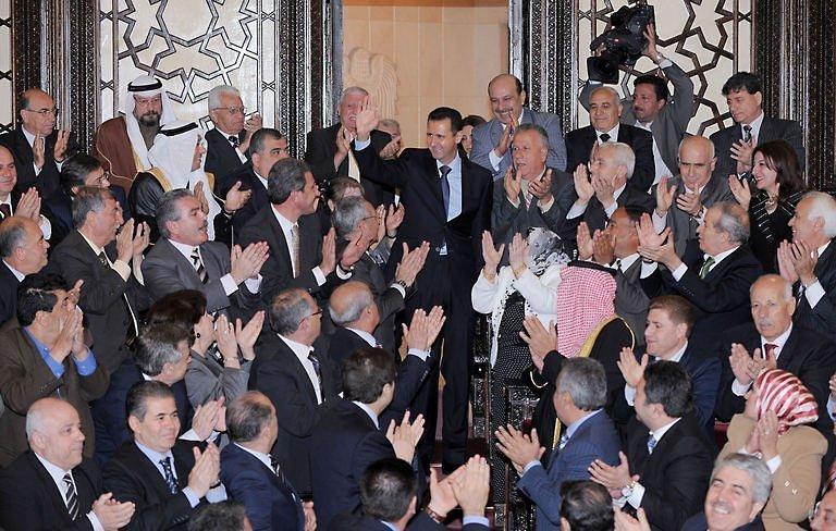 استعراض ديمقراطي على أشلاء السوريين