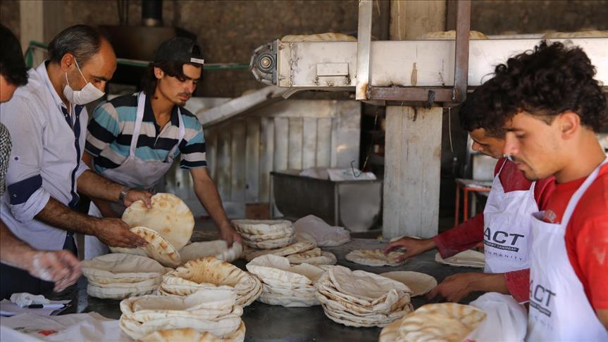 الإغاثة التركية تفتتح مخبزاً خيريّاً في قرية يحمول بريف إدلب
