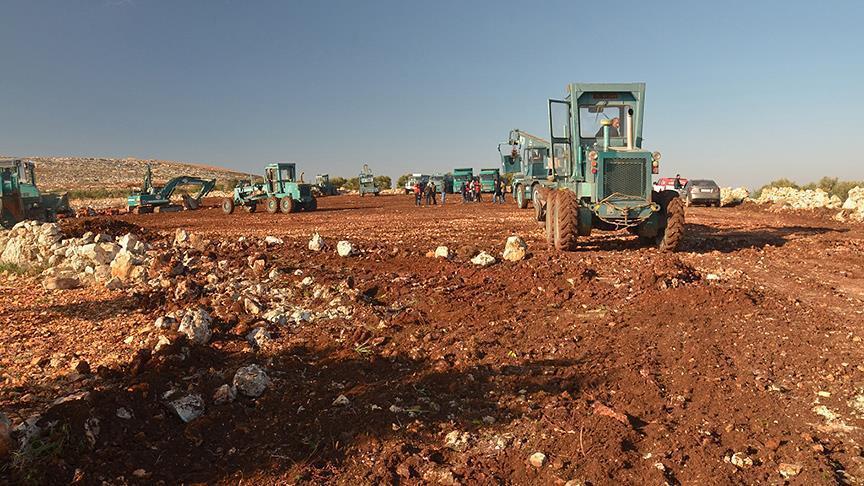 تركيا تبدأ ببناء مخيم لمهجّري حلب في إدلب