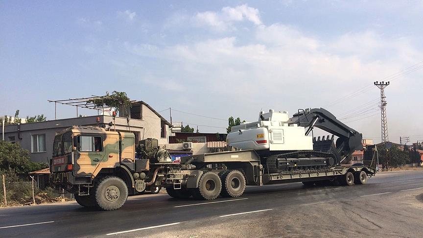 تركيا تدفع بالمزيد من التعزيزات العسكرية نحو الحدود مع سورية
