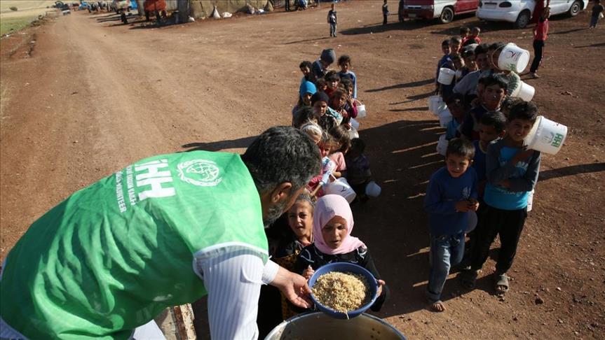 الـ (IHH) التركية توزع وجبات غذائية لمئة ألف شخص في سوريا يومياً خلال شهر رمضان