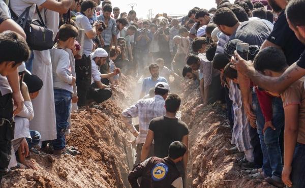 نشرة أخبار سوريا- 40 شهيداً من الدفاع المدني وجيش الإسلام بأيادٍ مجهولة، والنظام يتكبد خسائر كبيرة على جبهة عين ترما بالغوطة الشرقية -(12-8-2017)