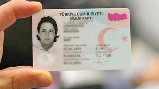 بعد منحهم الجنسية الاستثنائية .. كيف يستخرج السوريون الهويّة التركية؟